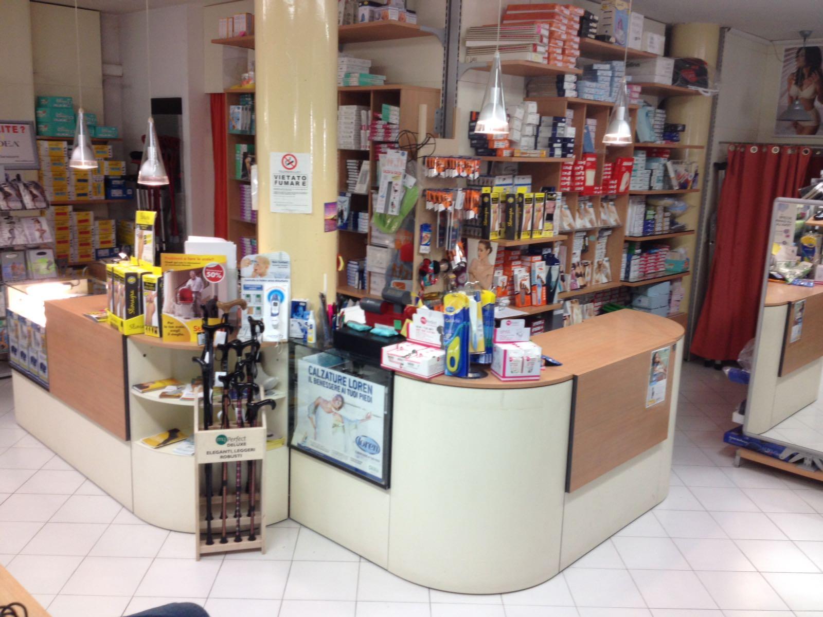 Nuova Sanitaria - interno negozio